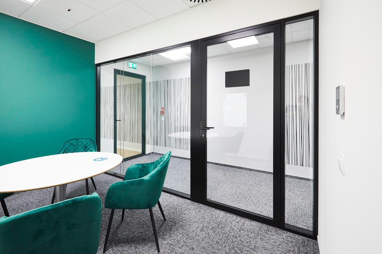 systemy ścian szklanych przeciwpożarowych w biurze axa drzwi Urban Plus