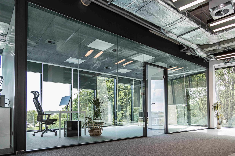 system ścian szklanych cdprojekt